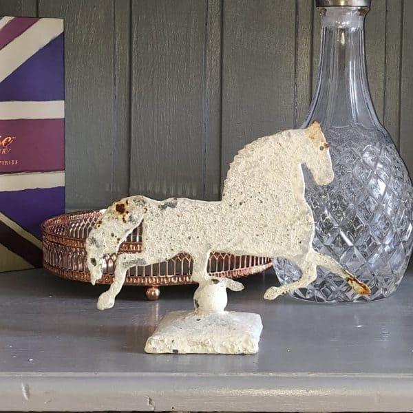 Mini metal horse decoration